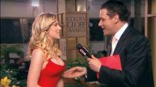 La historia del día que un reportero sobó a Scarlett Johansson en la alfombra roja de los Globos de Oro