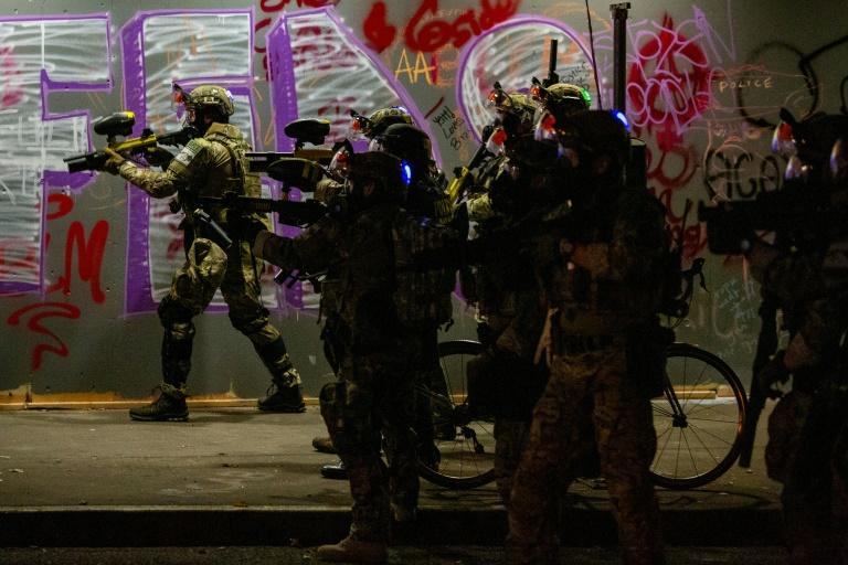 Federal agents confront protesters in Portland on July 29, 2020 (AFP Photo/Alisha JUCEVIC)