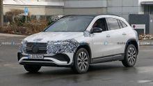 El futuro Mercedes-Benz EQA 2021, espiado... ¿por última vez?