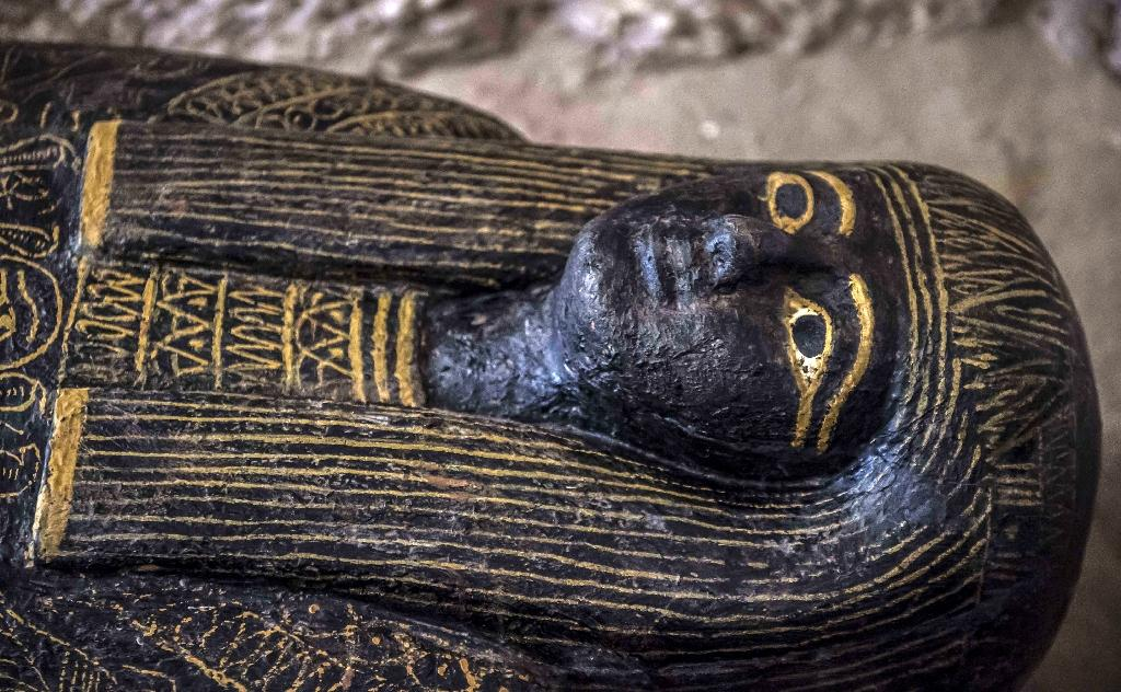 Egypt unveiled on November 24, 2018 an ancient tomb and funerary items discovered at the necropolis of Al-Assasif in the southern city of Luxor (AFP Photo/Khaled DESOUKI)