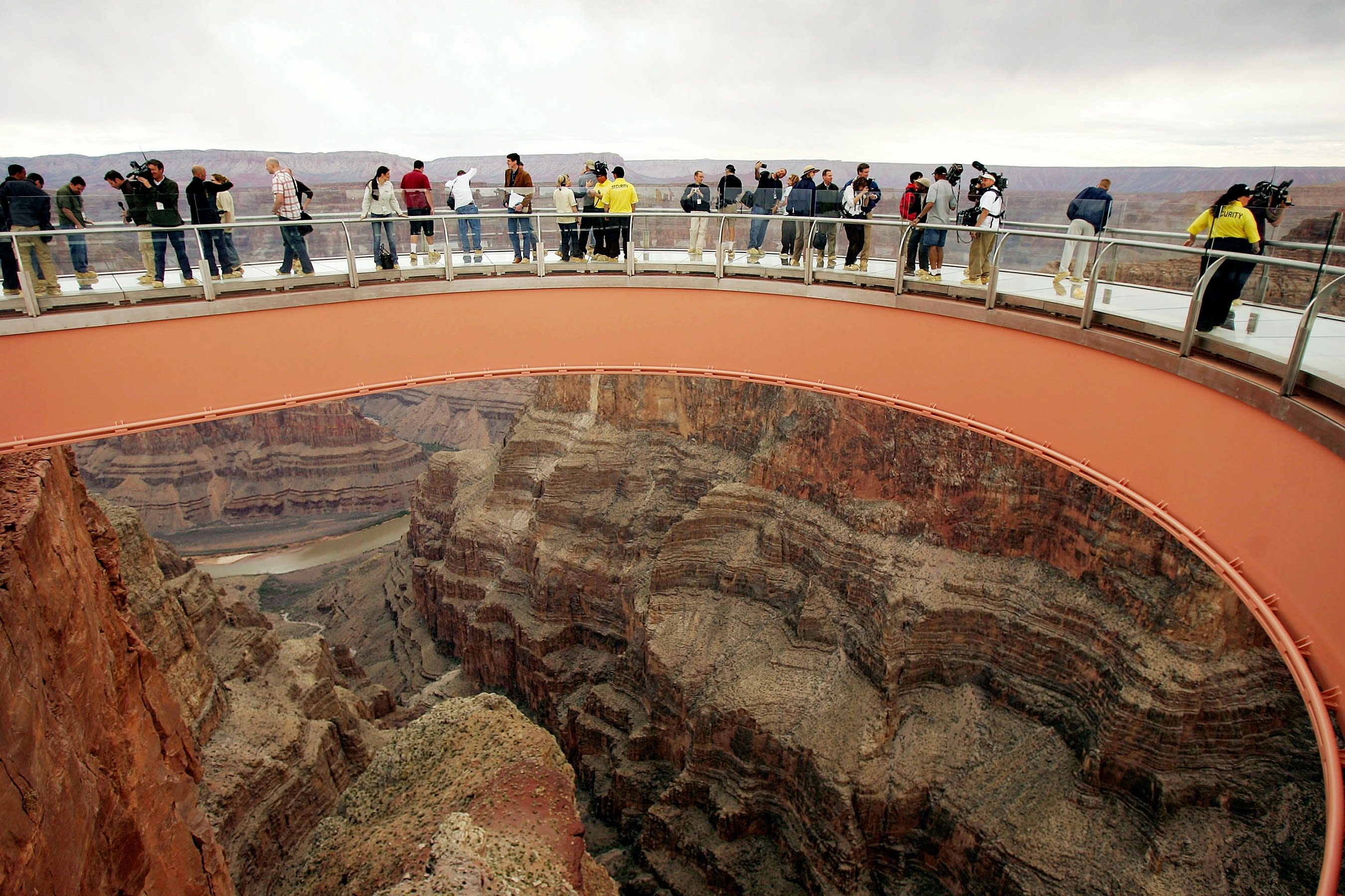 28 Year Old Man Dies At Grand Canyon Skywalk