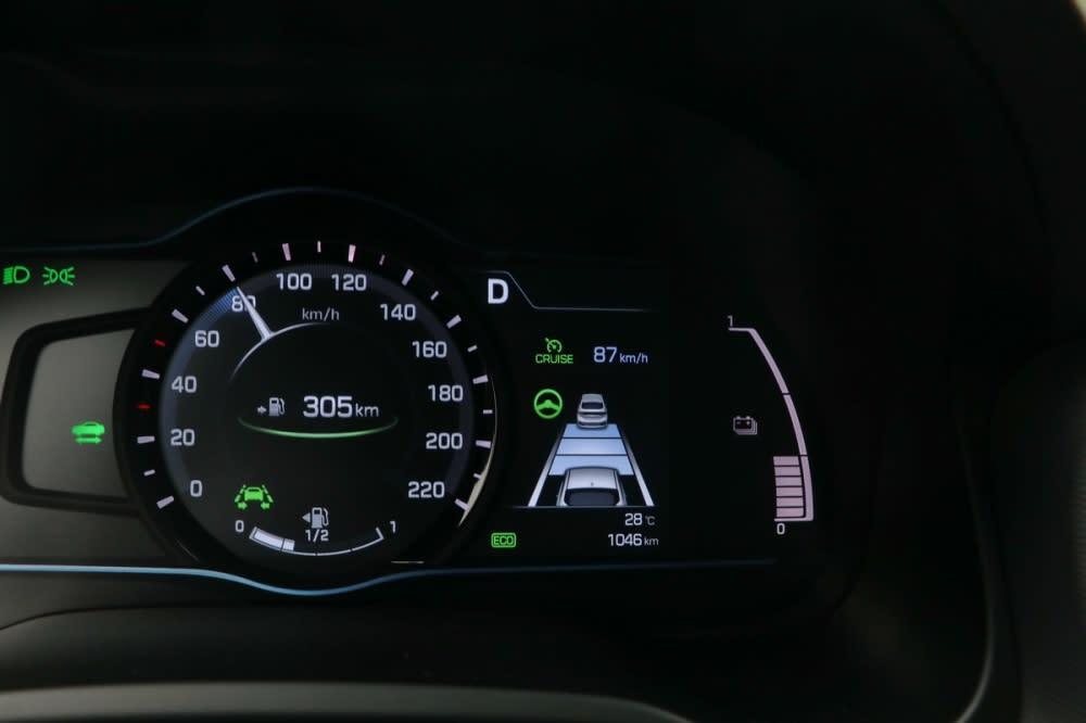 SCC主動智慧巡航系統在定速系統啟動後能主動根據前車調節自身速度,五段車距可調充分對應不同環境所需的安全距離