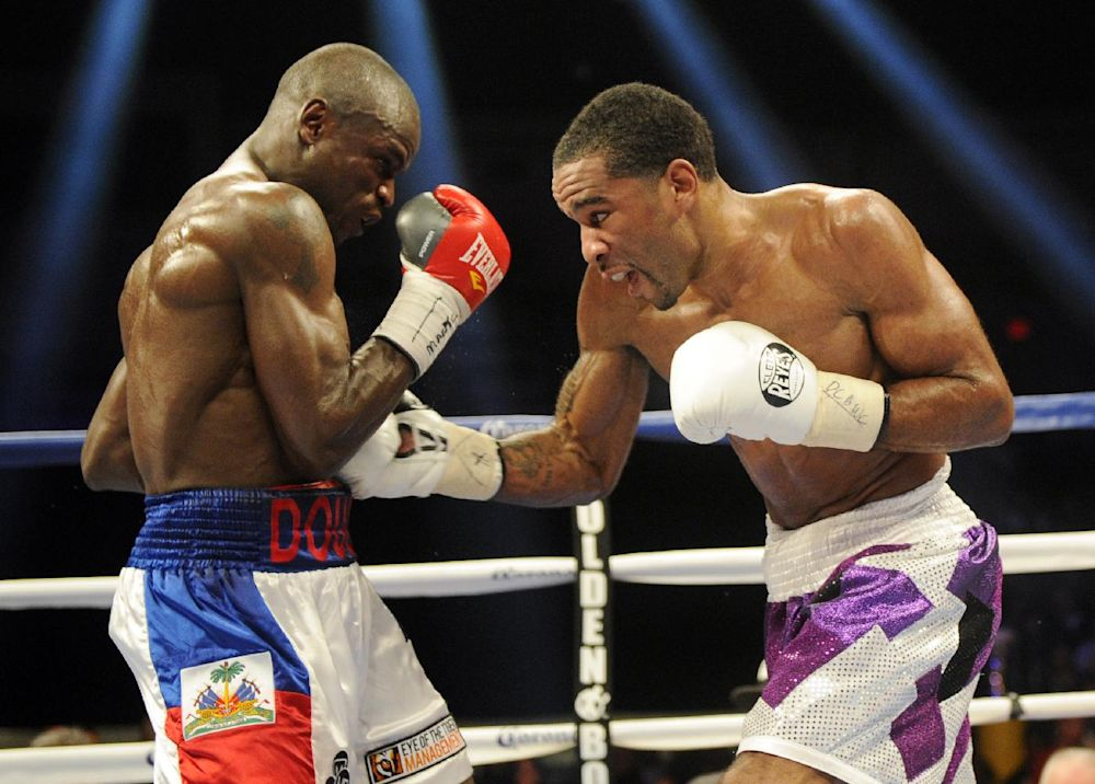 Peterson retains IBF junior welterweight title