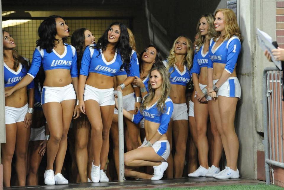 Detroit Lions Cheerleaders Make Official Debut