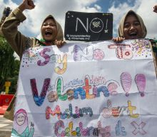 Indonesian Muslim school students protest Valentine's Day