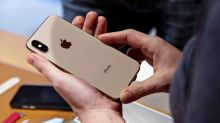 Apple Customers Say They Can't Pick Up New iPhones at Stores