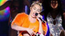 Miley Cyrus presenteia irmã com buquê de flores com maconha