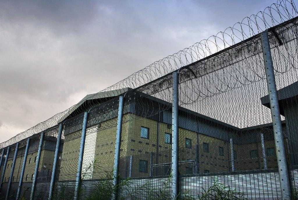 Immigrants to UK held in prisonlike conditions