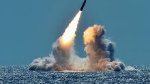 """La realidad del arma nuclear """"que nunca nadie ha visto"""" que Trump presumió en entrevista con el periodista Woodward"""