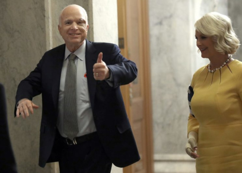 Sen. John McCain (L) (R-AZ) returns to the U.S. Senate accompanied by his wife Cindy (R) July 25, 2017 in Washington. (Photo: Win McNamee/Getty Images)