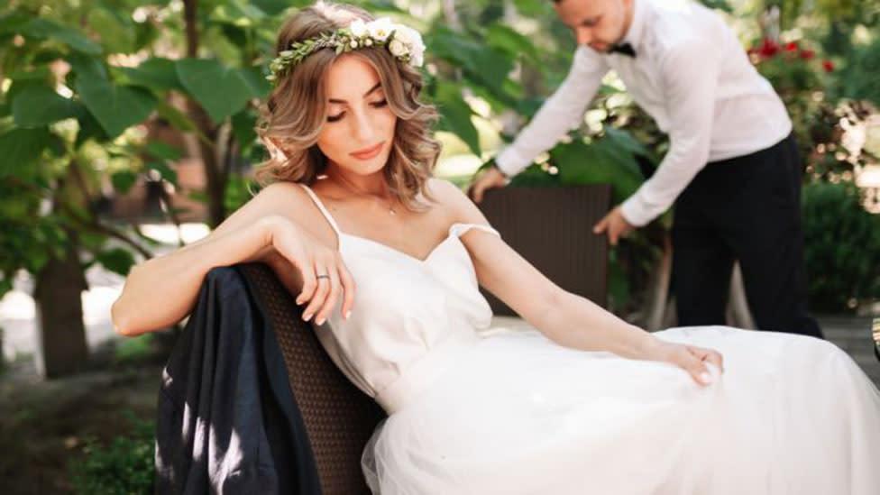 Horrified bride finds fiance on Tinder