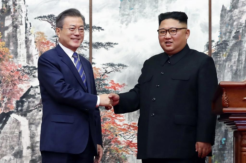 South Korean President Moon Jae-in (L) advocates talking to the North's leader Kim Jong Un to push him to denuclearise