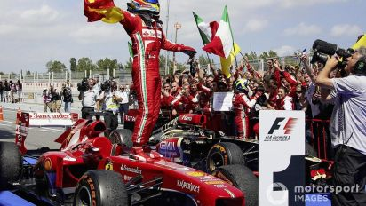 Un mono de F1 de Alonso con Ferrari, a subasta benéfica