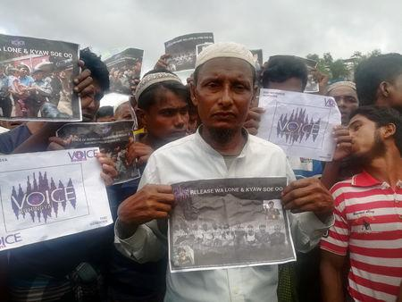 Rohingya Regugee Abdu Shakur, father of one of the victims of Inn Din massacre protests the sentencing of Reuters journalists Wa Lone and Kyaw Soe Oo at Teng Khali camp outside Cox's Bazar in Bangladesh September 5, 2018. REUTERS/Poppy McPherson