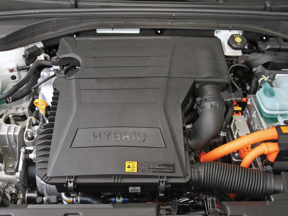 此套由1.6升自然進氣引擎搭配電動馬達及高效能鋰電池組的Hybrid油電混合動力系統,擁有141hp/27.0kgm的綜效輸出,以及23.1km/L平均油耗的節能表現。