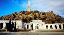 Exigen que se retire el escudo de Franco del recinto del Valle de los Caídos