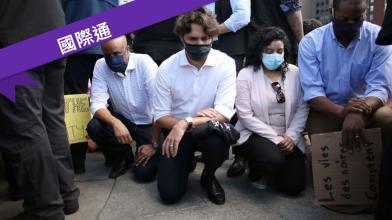 加入示威!總理三度單膝跪地