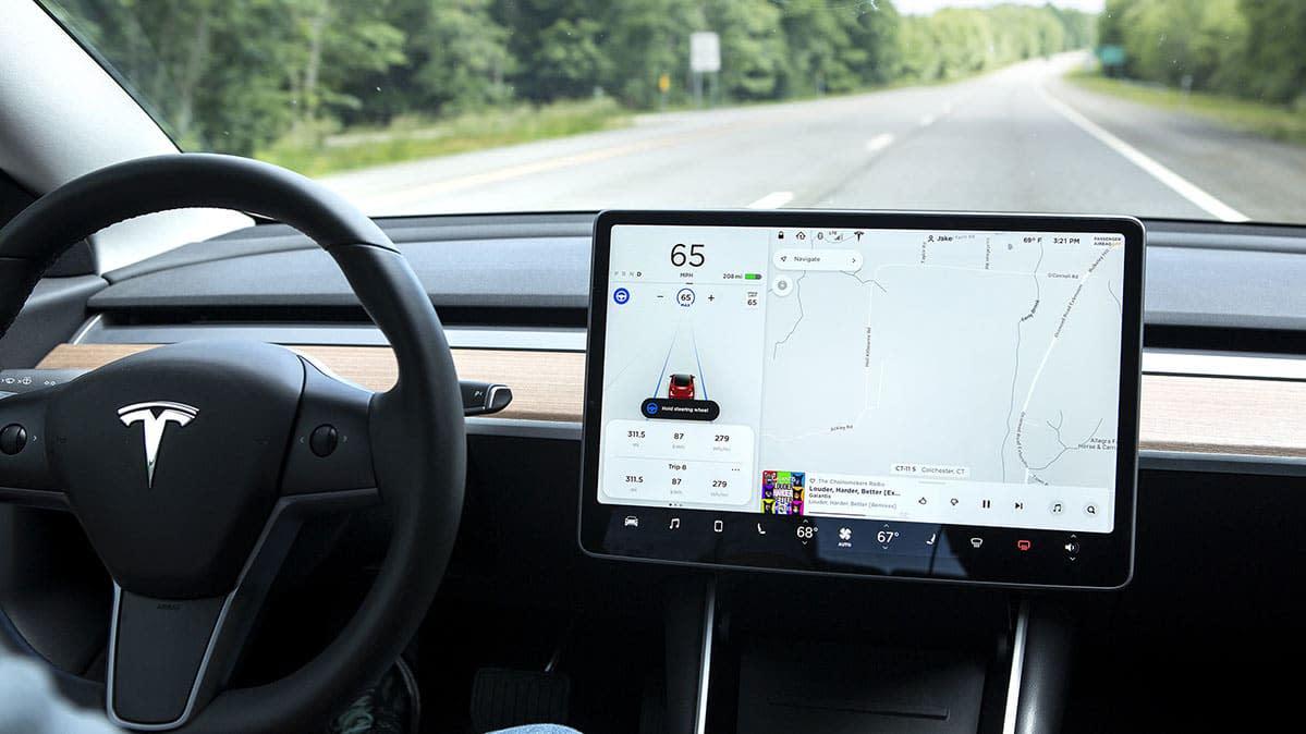 Tesla Delays Rollout of Navigate on Autopilot Feature