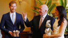 El príncipe Harry habló sobre el embarazo de Meghan y recibió el primer regalo para su bebé