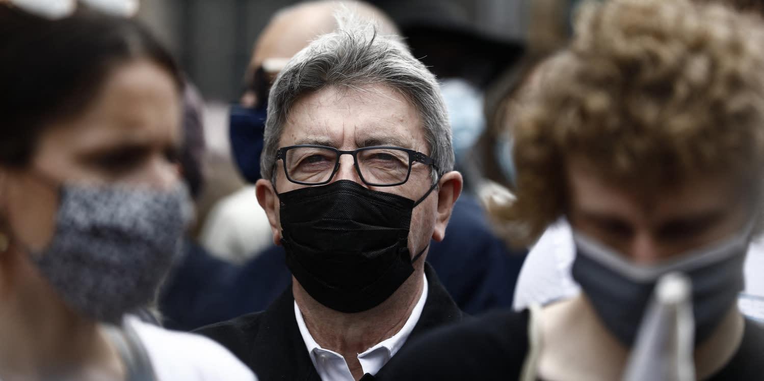 VIDÉO - Défilé contre l'extrême droite : Mélenchon enfariné