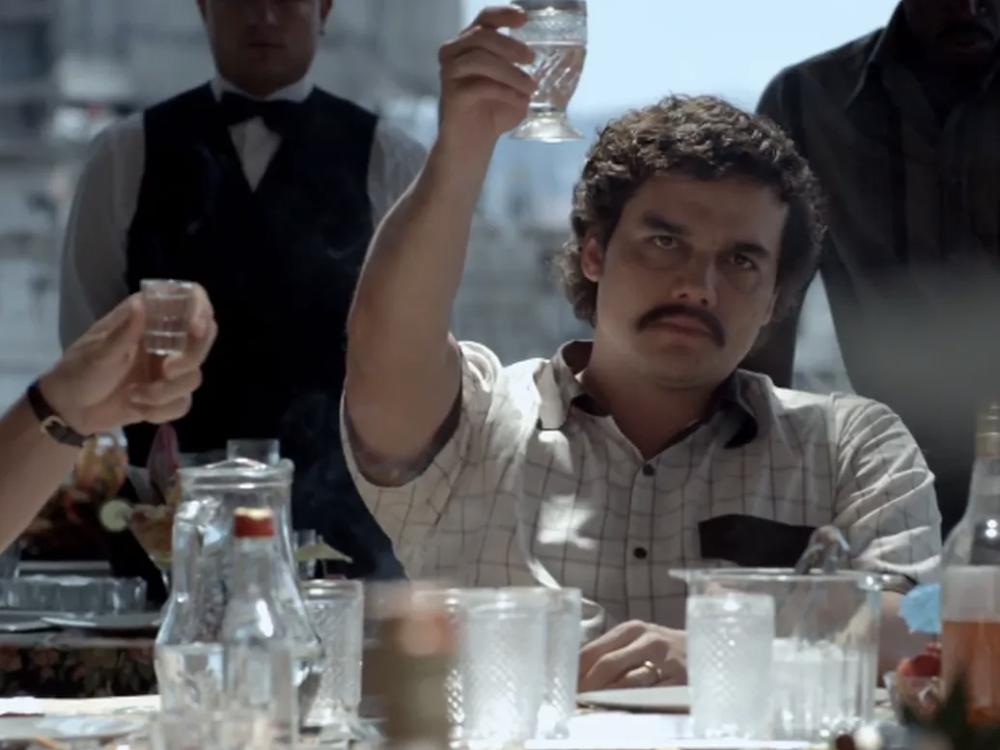 narcos glass raise