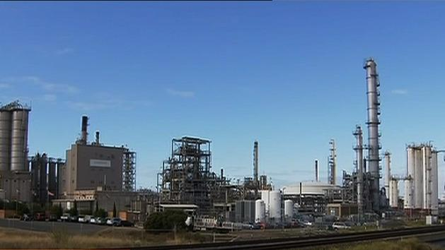 Workers return to Shell refinery