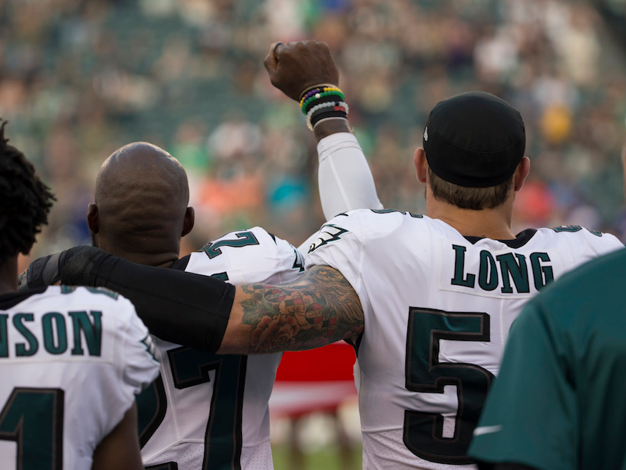 Eagles_chris_long_on_gesture