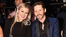 """Kelly Clarkson Thanks Estranged Husband for """"Believing"""" in Her Following Daytime Emmy Win"""