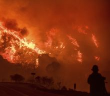 Intensifying winds threaten to fan massive Thomas Fire in California late this week