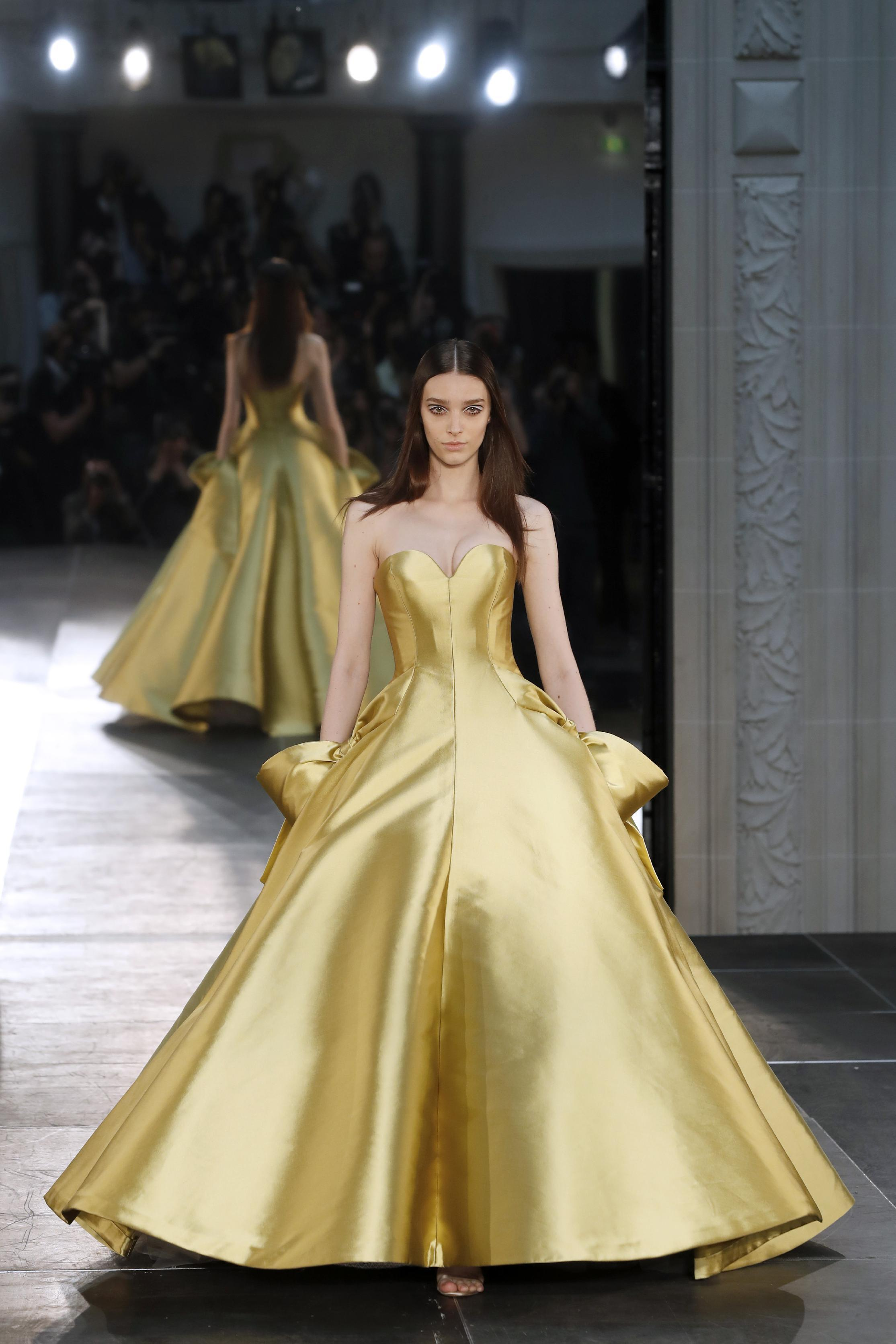 Alexis mabille brings a fairytale touch to haute couture for Haute couture members