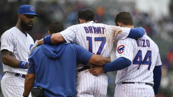 Cubs' Bryant injures ankle after slipping on base