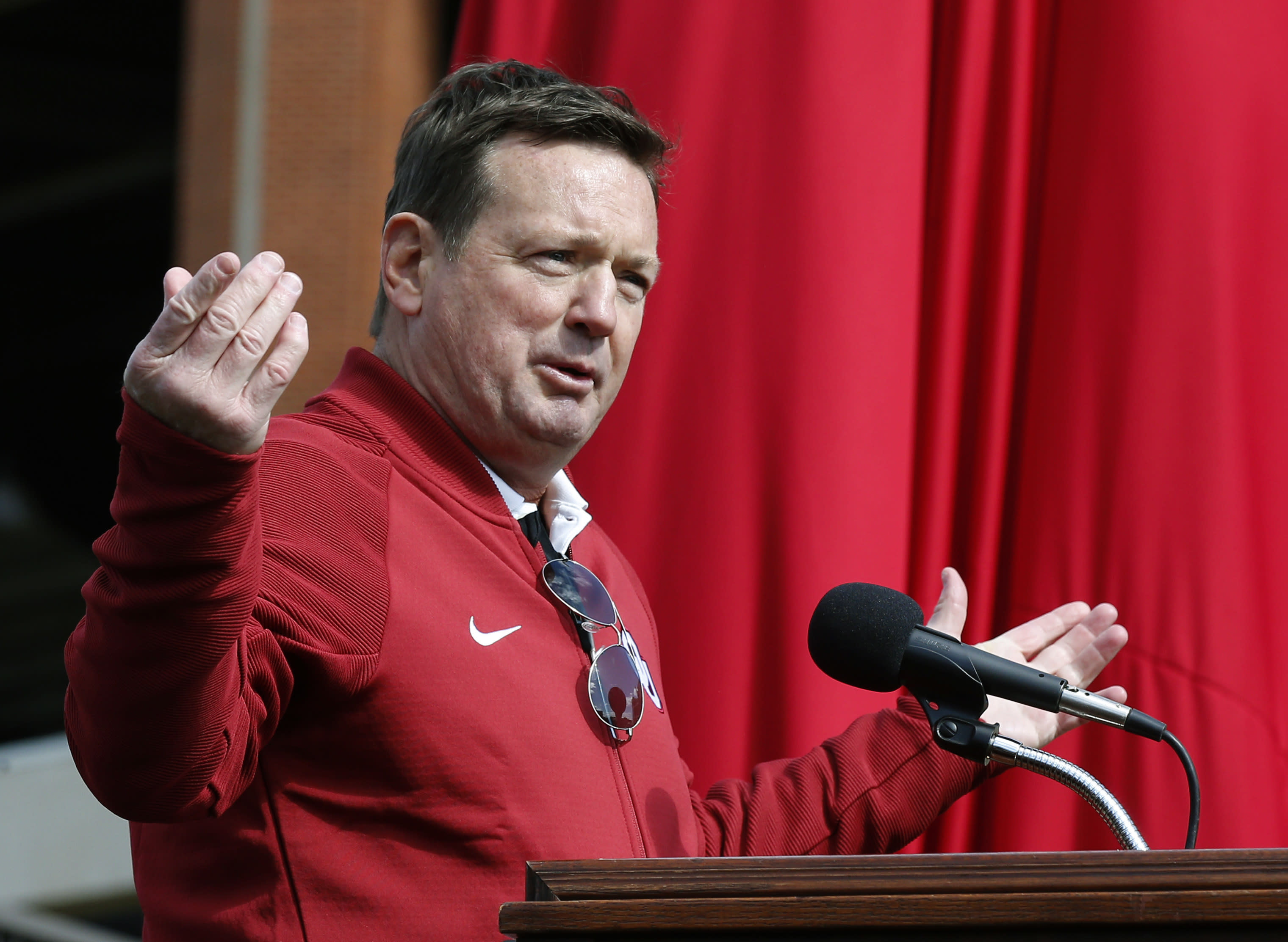 Bob Stoops to become head coach, GM of XFL team
