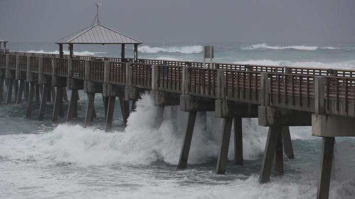 Isaias regains hurricane strength as it nears Carolinas