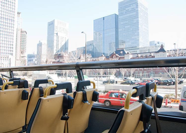 巴士前進方向的右側可以看見東京車站。從地面看的時候還好,但從SKYBUS望過去時,才意識到東京車站原來那~麼~大,橫長的格局氣勢磅礡。