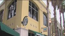 Starbucks issues outdoor smoking ban