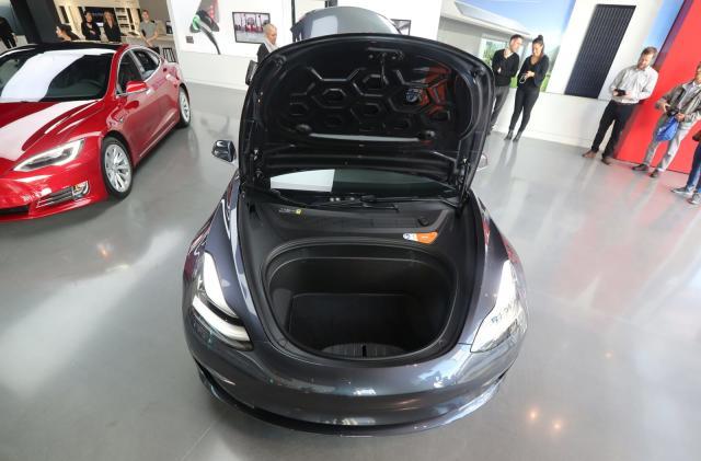 Elon Musk: Tesla Model 3 dual-motor ordering opens next week