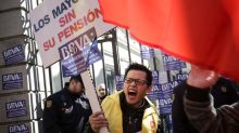 Chinese in Spain stage protest over blocked bank accounts