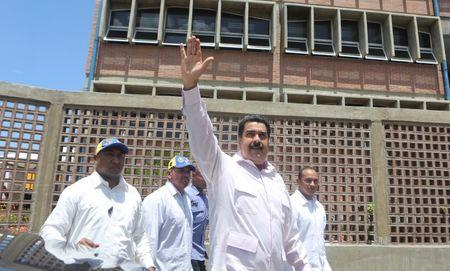 Venezuela's President Nicolas Maduro (C) greets supporters as he arrives to an inauguration of a new school in La Guaira, Venezuela September 26, 2016. Miraflores Palace/Handout via REUTERS
