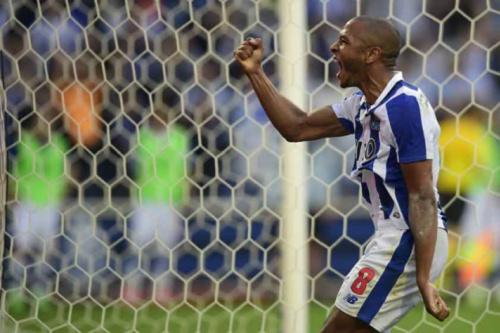 Porto vence o Belenenses, assume a ponta e coloca pressão no Benfica