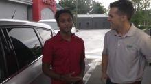 Após caminhar quatro horas para chegar ao trabalho, estudante ganha carro do diretor