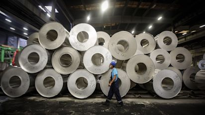 Hedge funds turned record short on metals