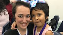 Good News des Tages: Lehrerin schneidet sich für ihre Schülerin die Haare ab
