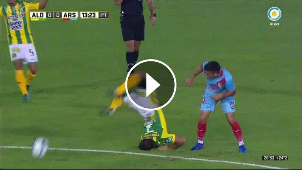 VIDEO: ¡Qué golpazo! Canever cayó de cabeza al piso y se dobló el cuello