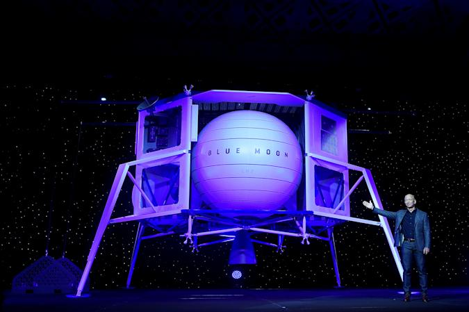 Founder, Chairman, CEO and President of Amazon Jeff Bezos unveils his space company Blue Origin's space exploration lunar lander rocket called Blue Moon during an unveiling event in Washington, U.S., May 9, 2019. REUTERS/Clodagh Kilcoyne   TPX IMAGES OF THE DAY
