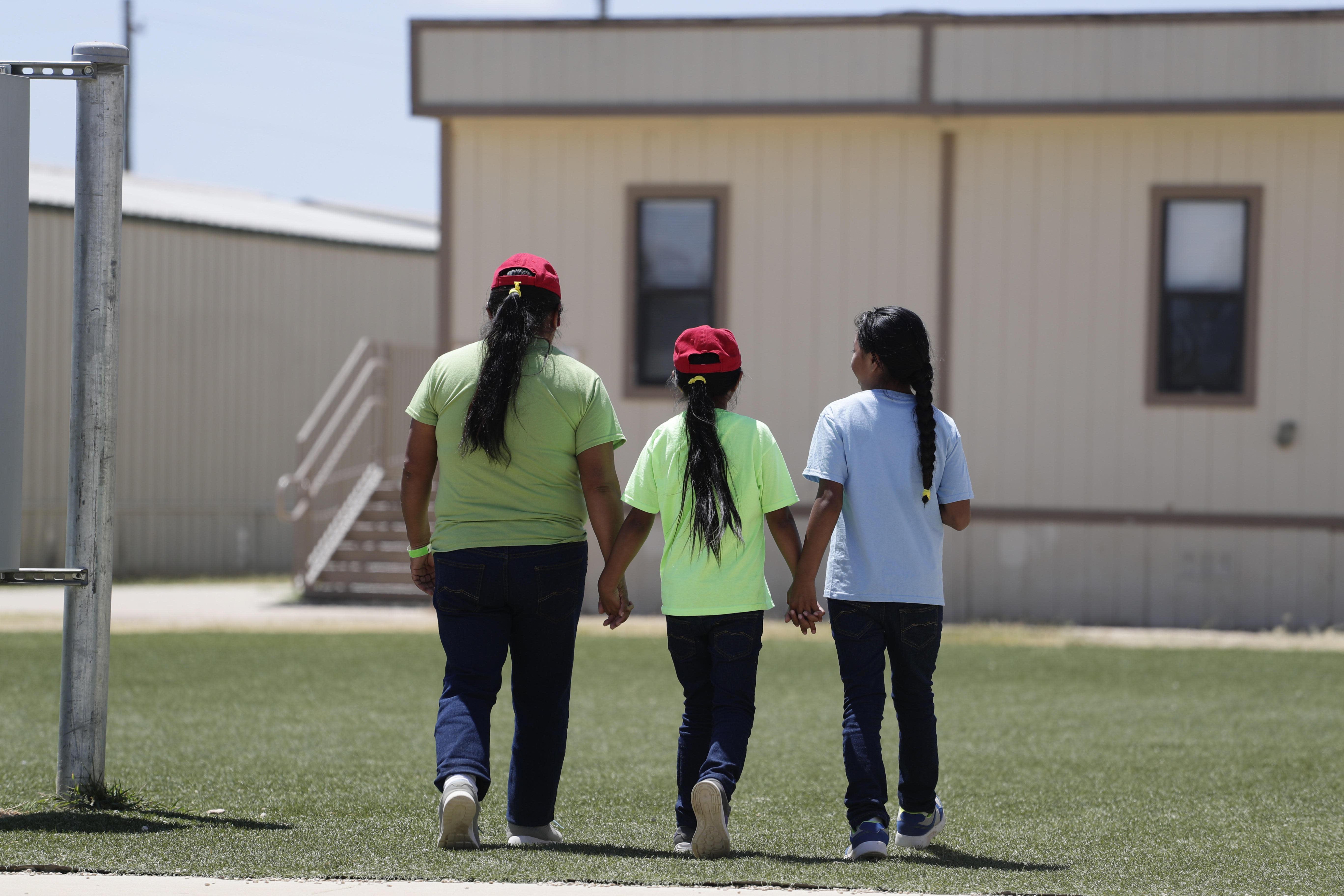 Judge orders release of migrant children, citing coronavirus
