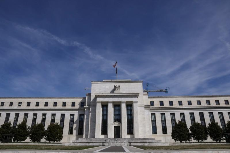 Fed minutes show rates on hold, little hurry to change course