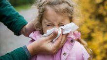 Quando devo me preocupar com o resfriado e a tosse do meu filho?