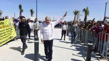 """López Obrador promete """"rescatar"""" al pueblo y no a """"los de arriba"""" por crisis coronavirus"""