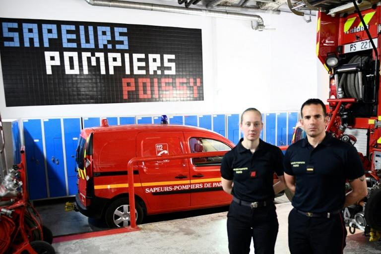 French firefighters Myriam Chudzinski (L) and Jerome Demay were among the first to arrive at Notre-Dame (AFP Photo/Martin BUREAU)