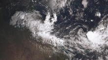 Cyclone puts Qld on emergency footing